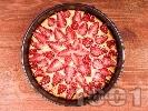 Рецепта Вкусен ягодов чийзкейк с извара или рикота, канела и ванилия (с желатин, без печене)